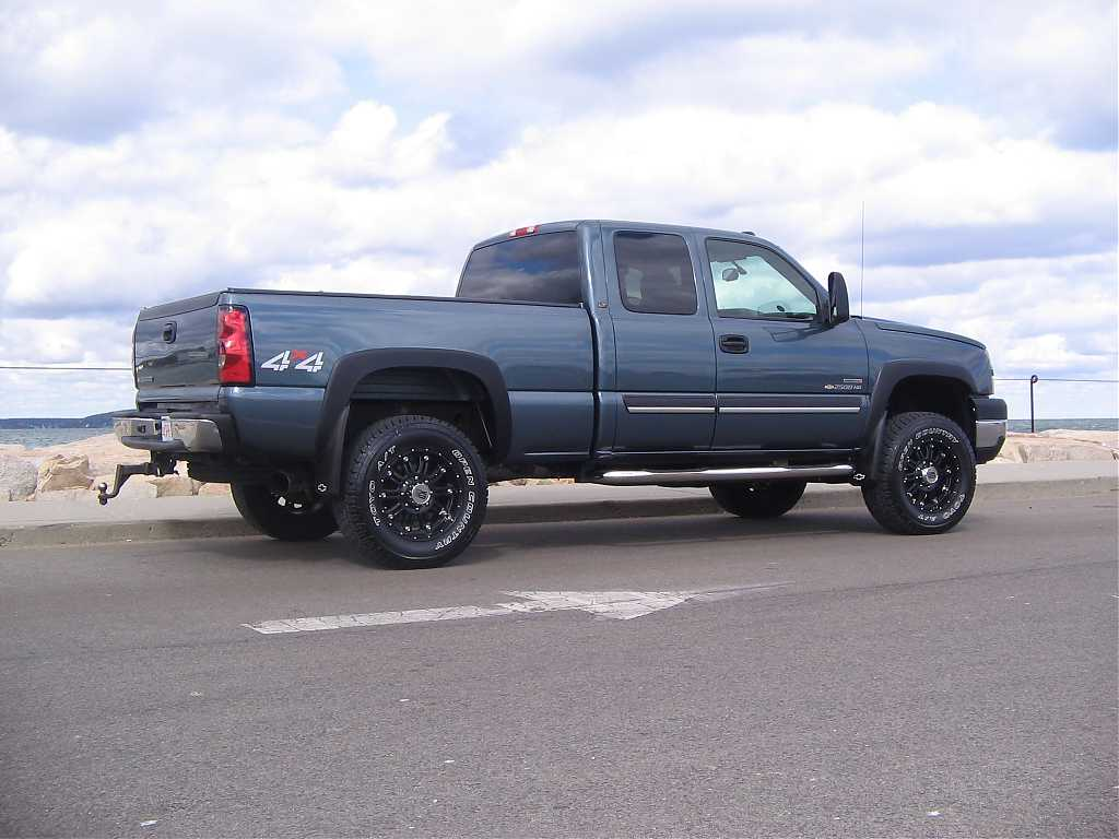 I wana see the 33s on 18s or 20s look!-family-truck-053.jpg