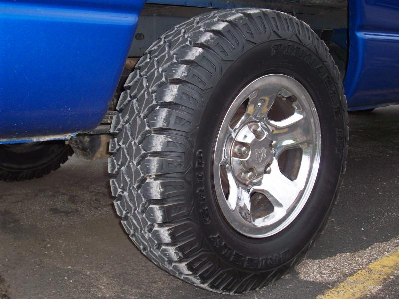 Pinnacle MT Grizzly Grip tires-griztire2.jpg