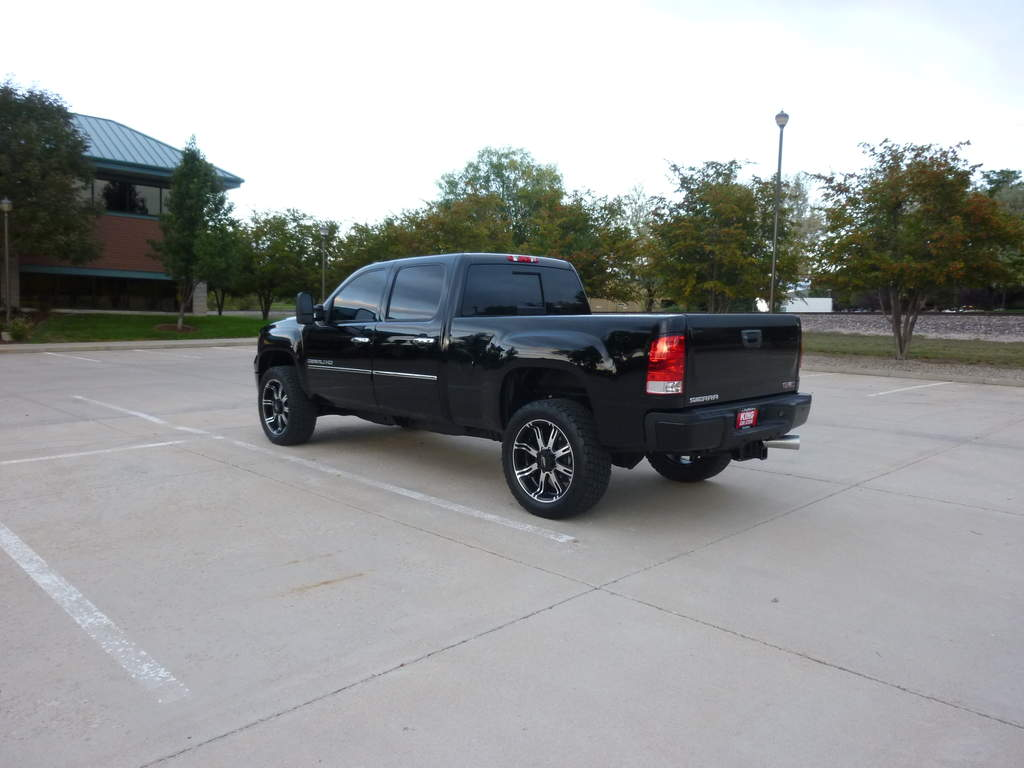 35's (Almost) on an LML Denali HD - It can be done!-p1000470.jpg