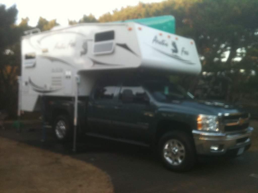 Arctic Fox 811 truck camper-september-22-11-005.jpg