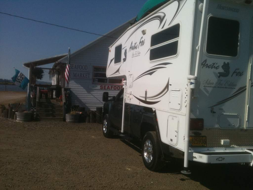 Arctic Fox 811 truck camper-september-22-11-008.jpg