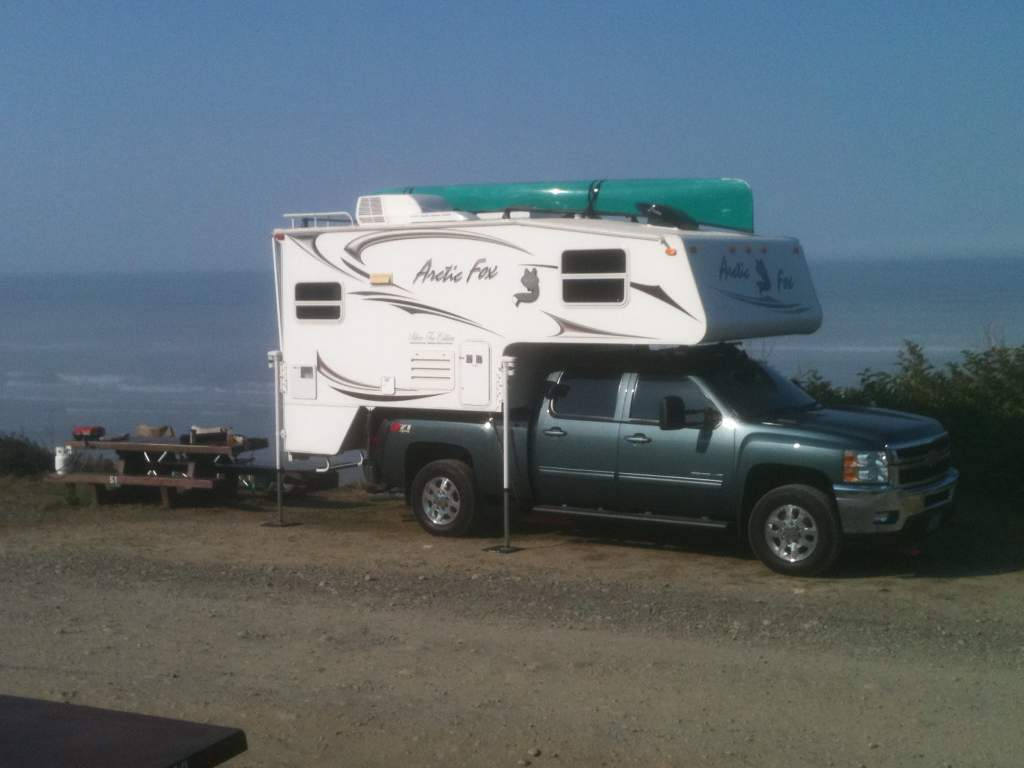 Arctic Fox 811 truck camper-september-22-11-034.jpg
